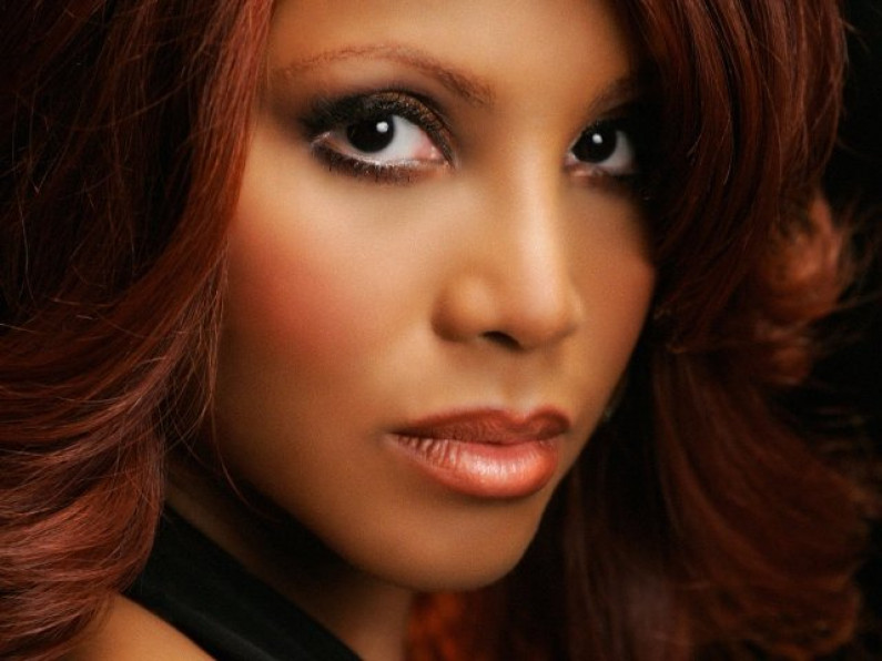 Toni Braxton & Kenny G – How Could An Angel Break My Heart